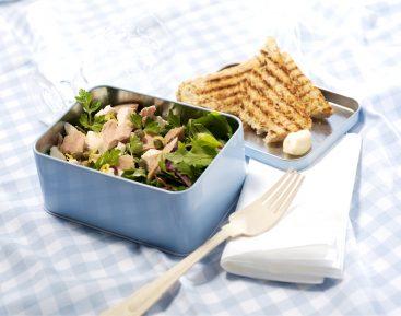 Tunsalat-med-salatost-og-bredbladet-persille